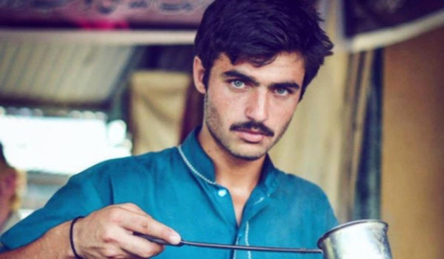 Chai wala becomes model after overnight fame