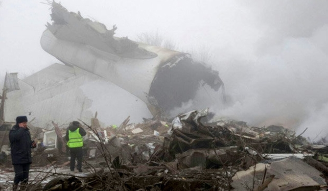 Turkish cargo plane crashes into homes