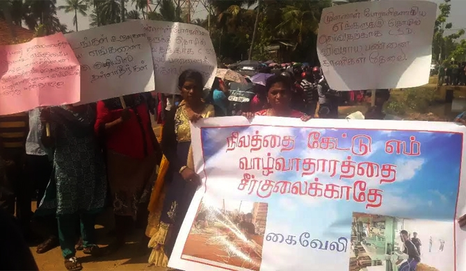 Ex-LTTE members stage protest (pics)