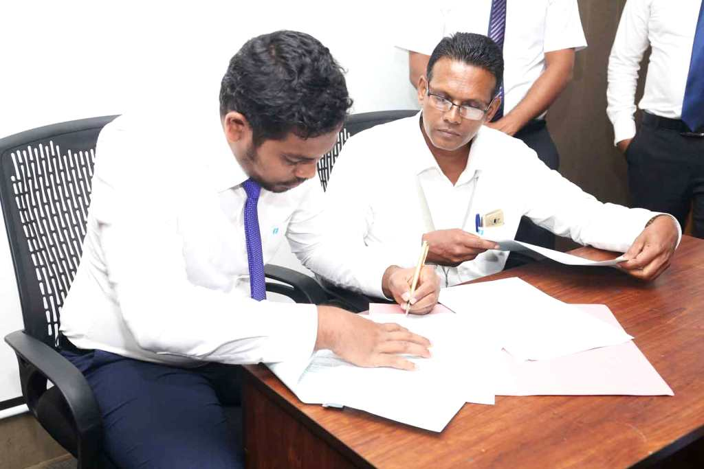 Idea Maldives Signing the MoU