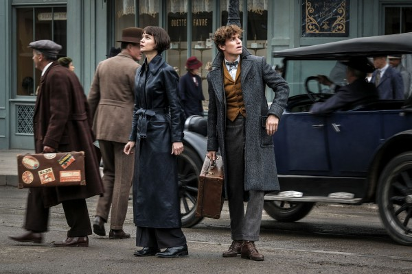 fantastic beasts the crimes of grindelwald katherine waterston eddie redmayne 600x400 1