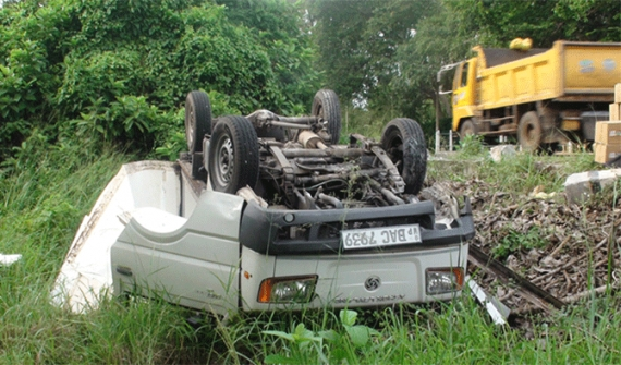 2 injured in lorry mishap