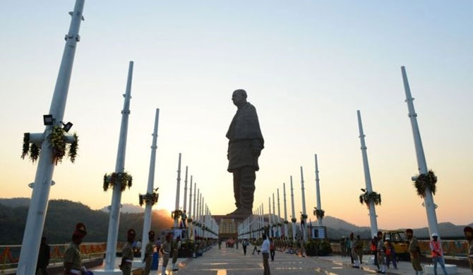 India unveils tallest statue