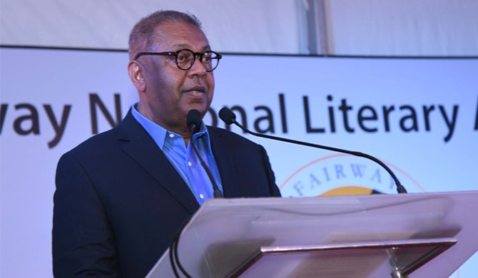 Galle Literary Fest. founder Jeffrey Dobbs felicitated