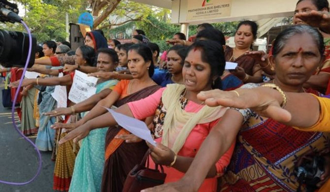 Indian women form '620km human chain' for equality