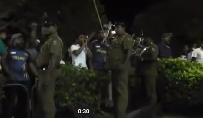 Sri Lankan cricket team booed at by spectators in Dambulla!