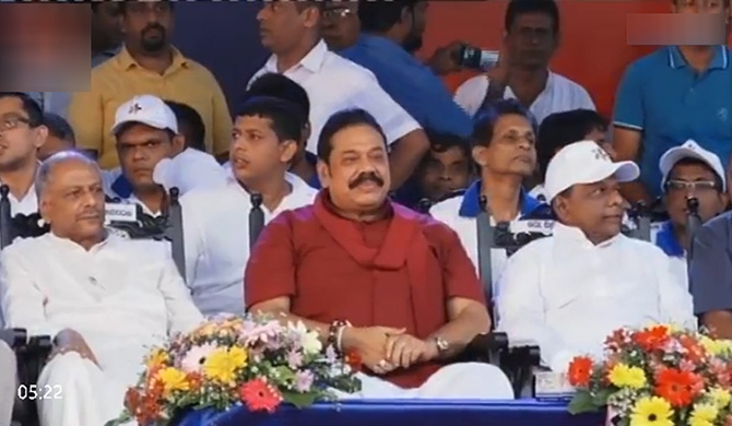 At Nugegoda rally too, Mahinda followed auspicious times!