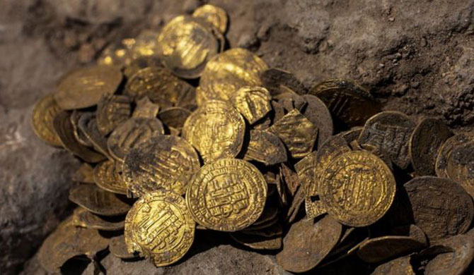 Israeli youths unearth 1,100-year-old gold coins