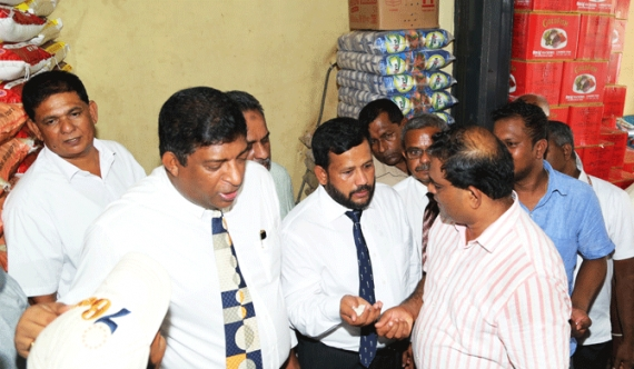 Sri Lanka economic Ministers step out to marketplace to quell rumors