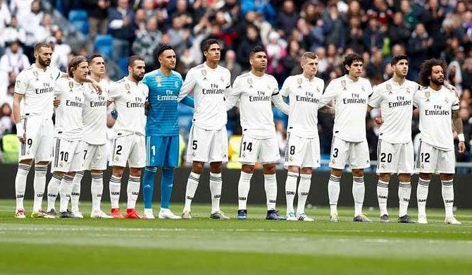 Santiago Bernabéu goes silent for bomb victims