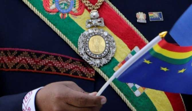 Bolivia's presidential regalia stolen from car