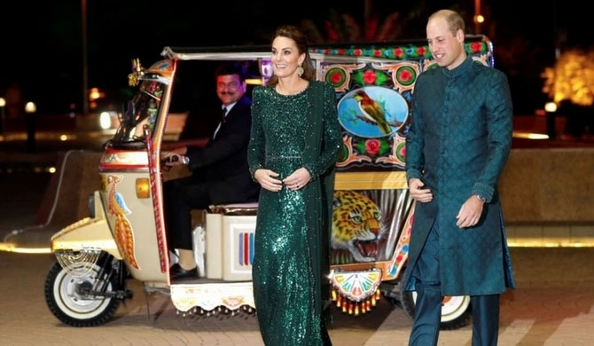 Will - Kate take tuk-tuk ride