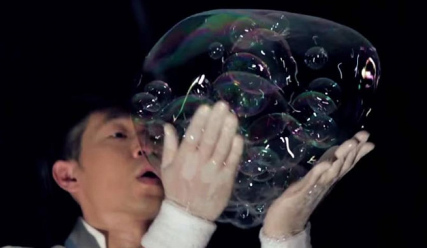Tai's amazing bubble shows (Video)