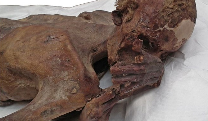 'Oldest tattoo' found on Egyptian mummies