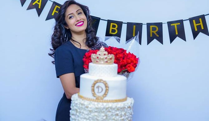 Dinithi celebrates with cake & roses (Pics)