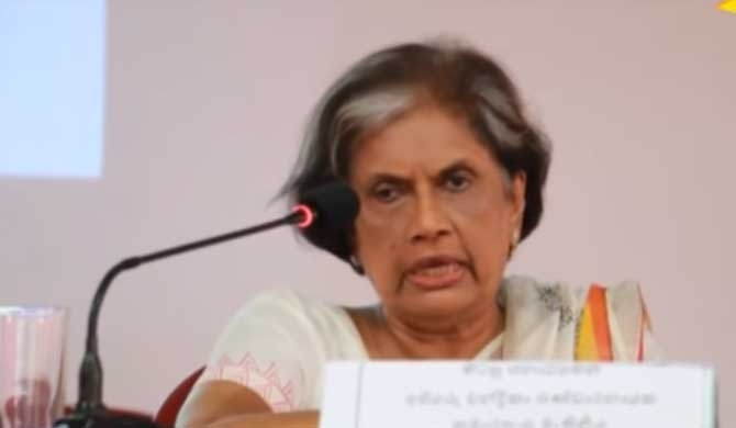 Chandrika ousts journalists from meeting (Video)