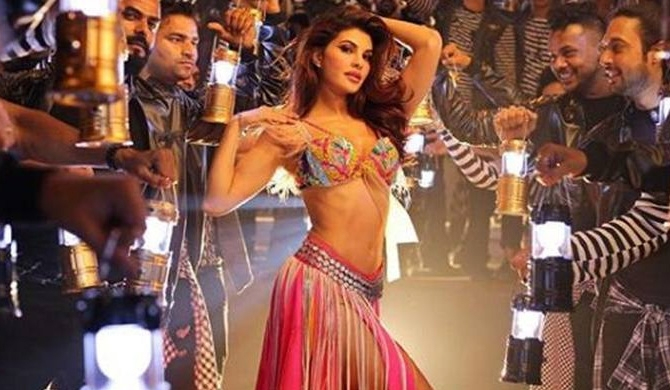 Jackie sizzles while following Madhuri's footsteps (Video)