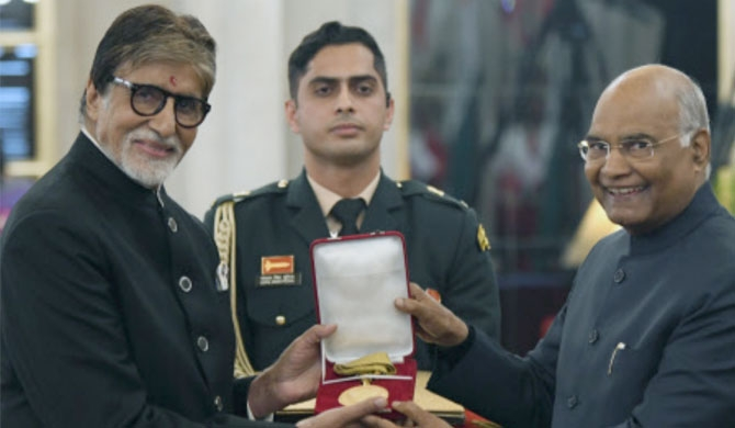 Amitabh Bachchan gets prestigious award (Video)