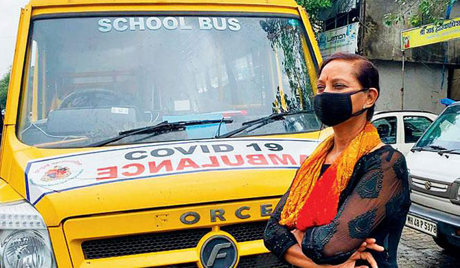 The woman who ferries patients in a school bus (Video)