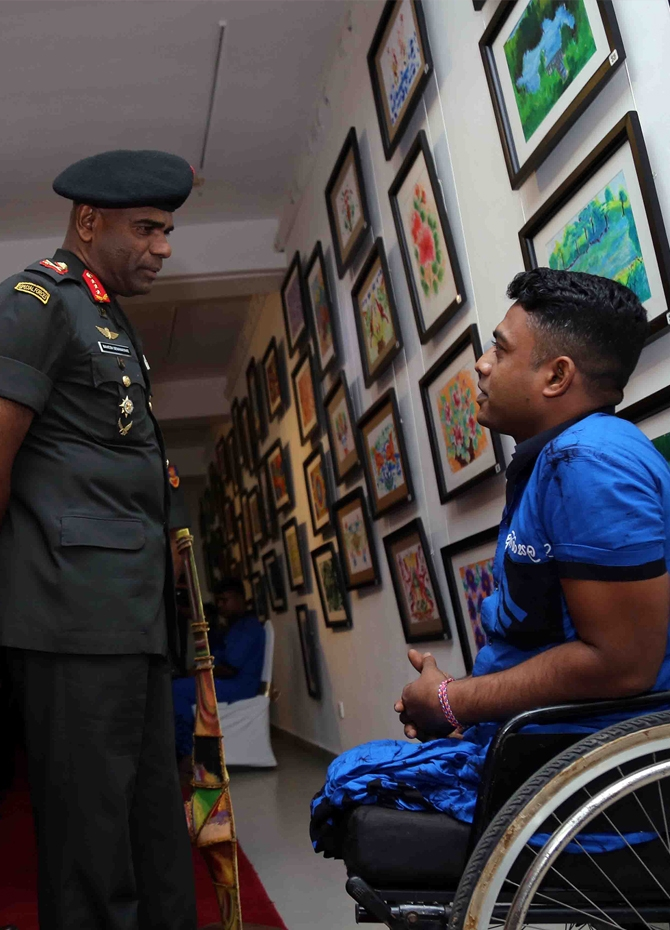 Injured soldiers display artistic talents (Pics)
