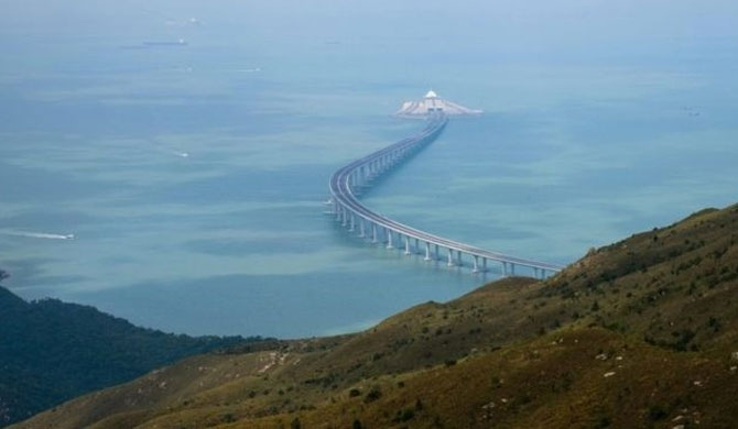 China opens world's longest sea bridge (Pics)