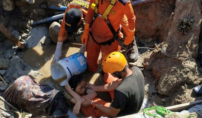 More than 20 people trapped in the rubble have been dug out by hand by rescuers in the city of Palu    (REUTERS)