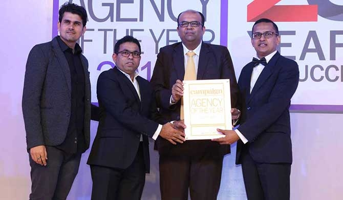 Lalith Sumanasiri, Managing Director of Ogilvy Media and Neo@Ogilvy (2nd left) and Amitha Amarasinghe, Chief Operating Officer, Neo@Ogilvy (right) accepting the awards at the gala ceremony held in Mumbai, India.