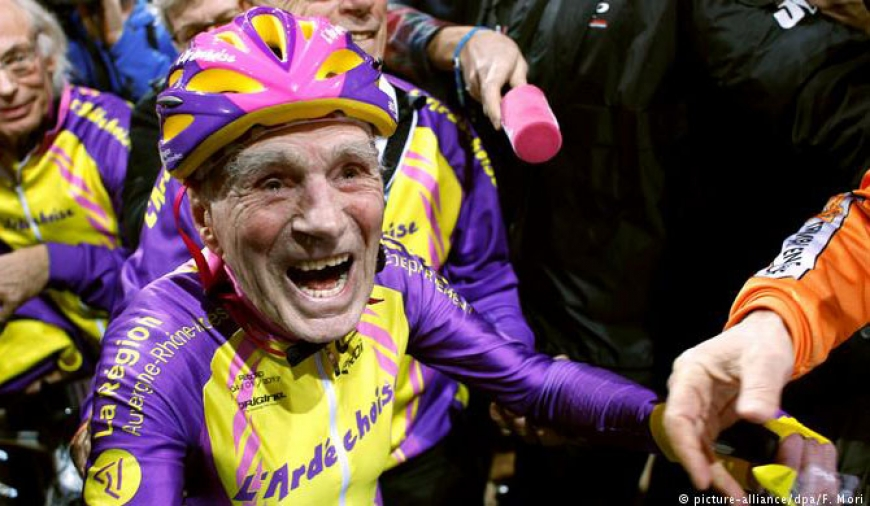 105-yr old sets new cycling record