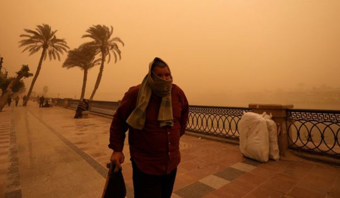 Cairo turns orange (Pics)