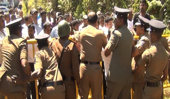 Tense situation arises at Maskeliya PS (Video)