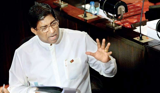 Central Bank does not need any politics - Ravi