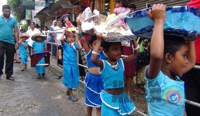 Children's procession depicts traditional agriculture (pics)