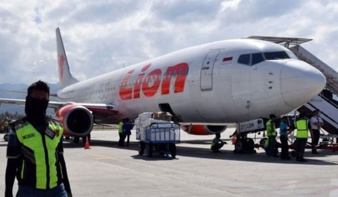 Lion Air flight crashes with 189 people onboard