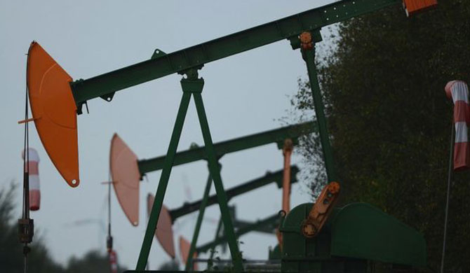 US oil price turn negative for first time