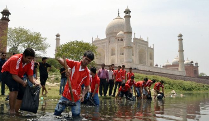 Students help clean up the Yamuna River, a source of pollution said to be damaging the Taj Mahal