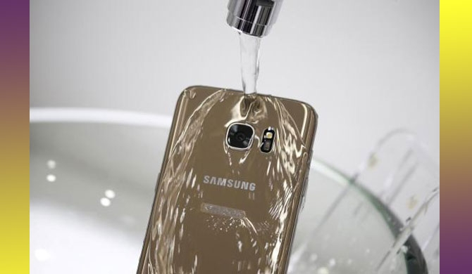 ACCC sues Samsung for 'misleading' water-resistant claims