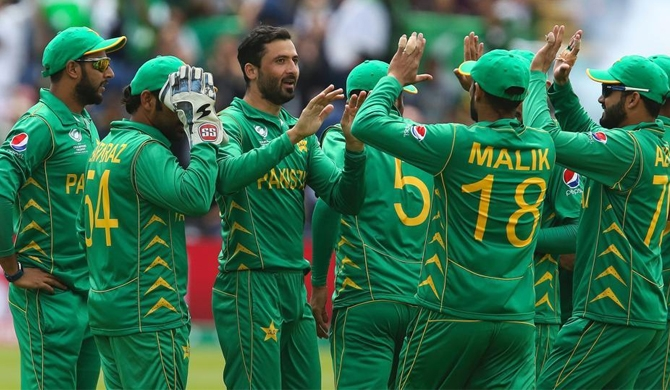 Pakistan breezes into semi-finals