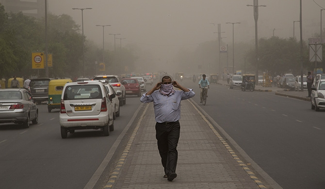 Scores die in Indian dust storms